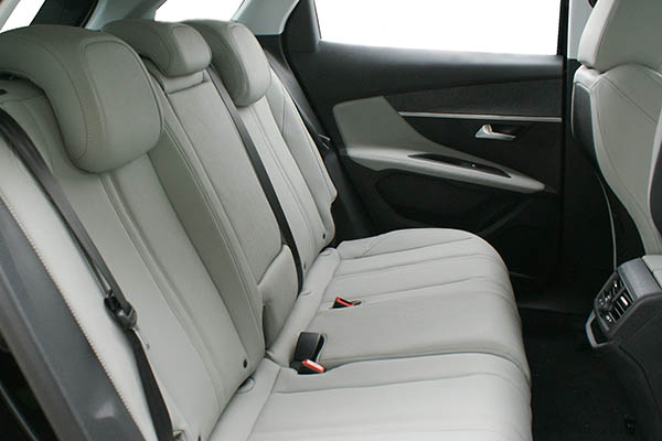 Peugeot 3008 Alba eco-leather Titaniumgrijs Achterbank