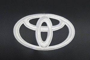 Borduring Logo Toyota Wit Stiksel