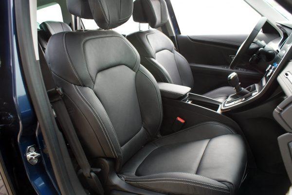 Renault Grand Scenic Buffalino leder zwart voorstoelen