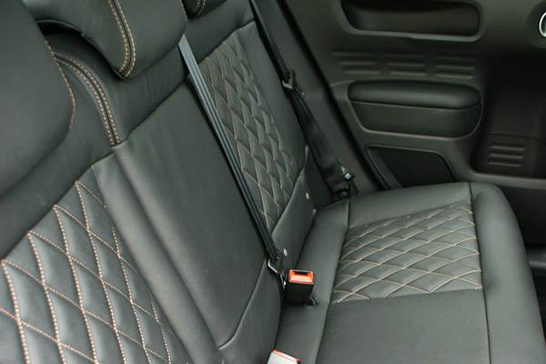 Citroën C4 Cactus, Alba Buffalino Leder Zwart met Diamond patroon en bruin stiksel voorstoelen achterbank
