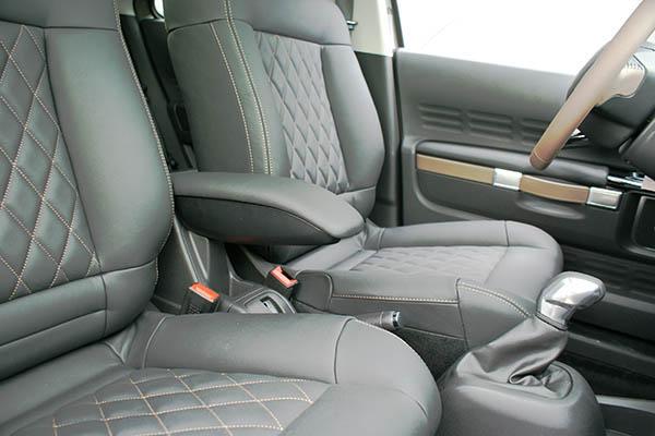 Citroën C4 Cactus, Alba Buffalino Leder Zwart met Diamond patroon en bruin stiksel middenarmsteun