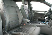 Volkswagen Passat GTE, Alba Buffalino Leder Zwart met GTE blauw stiksel en perforatie voorstoelen