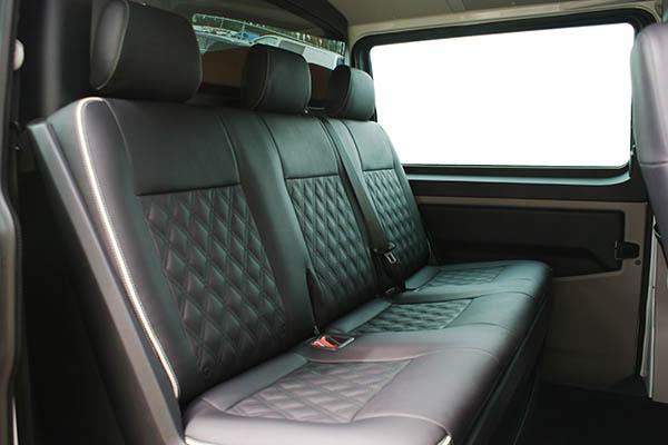 Volkswagen Transporter T6, Alba Buffalino Leder Zwart met dubbel Diamond piping en logo achterbank