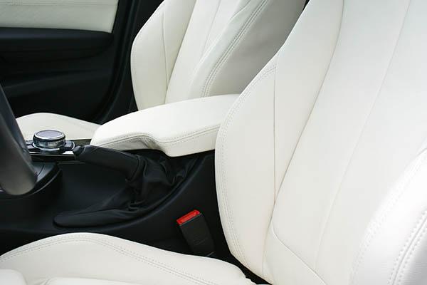 BMW 3-serie F30, Alba Buffalino Leder Wit voorstoelen detail