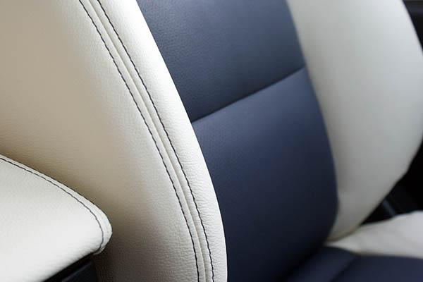 Mazda CX5, Alba Buffalino Leder Marine Blauw en Wit detail