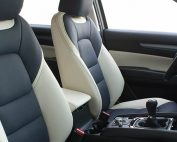 Mazda CX5, Alba Buffalino Leder Marine Blauw en Wit voorstoelen