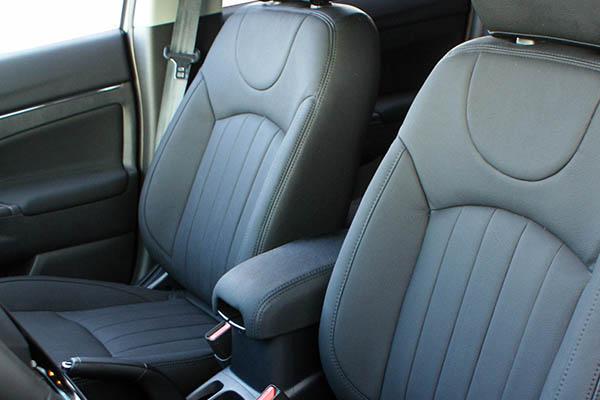 Mitsubishi ASX, Alba eco-leather Zwart voorstoelen detail
