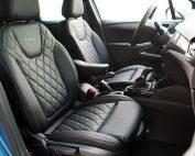 Opel Crossland X, Alba eco-nappa Zwart met diamond patroon, logo en afwijkend kleur stiksel voorstoelen