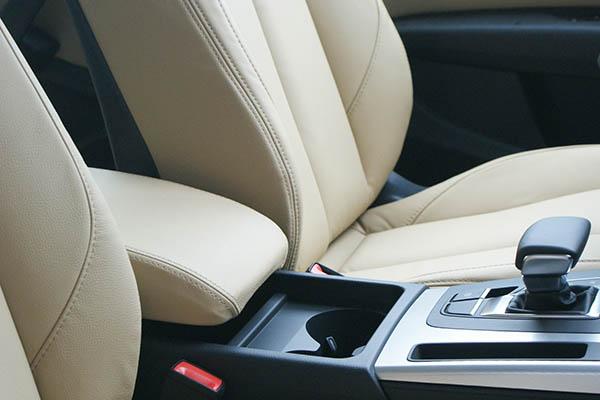 Audi Q5, Alba Buffalino Samt Beige Leder Detail Voorstoelen