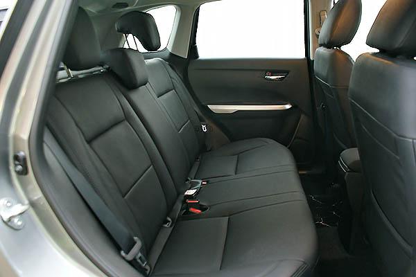 Suzuki Vitara, Alba eco-leather Zwart Achterbank