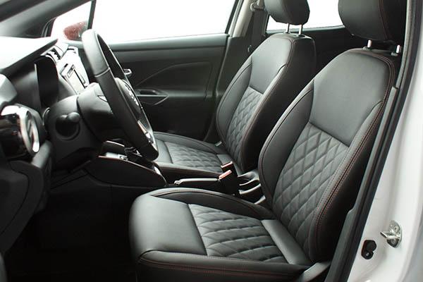 Nissan Micra, Alba eco-leather Zwart met Rood Stiksel en Diamond Stikselpatroon Voorstoelen