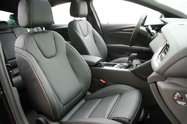 Opel Insignia, Alba Buffalino Leder Zwart Voorstoelen