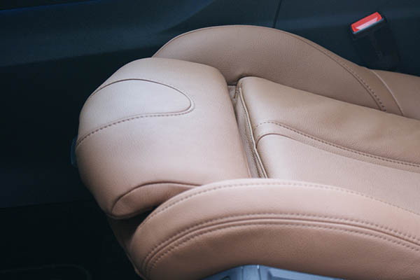 Peugeot 5008, Alba Buffalino Leder Truffelbruin Detail