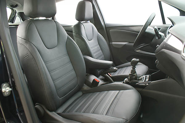Opel Crossland X Alba Buffalino Leder interieur inbouw zwart voorstoelen