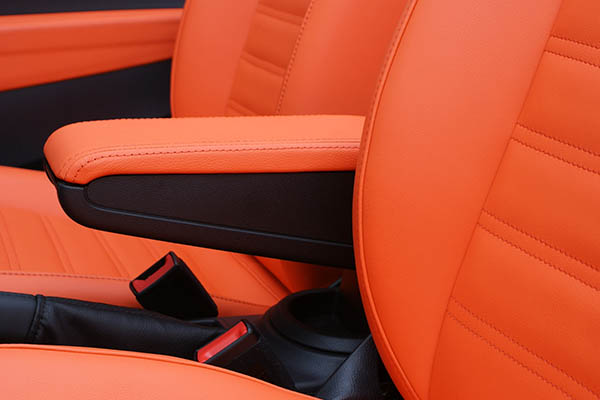 Volkswagen Beetle Cabriolet Alba Royal Mandarin Exclusive Leder Inbouw Armsteun Detail