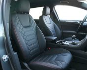 Ford Mondeo Alba Zwart Buffalino Leder met rood stiksel en Speciaal Design Voorstoelen