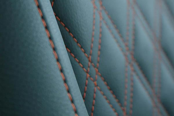 Peugeot Expert Zwart Buffalino Leder met oranje stiksels en dubbel diamond patroon detail
