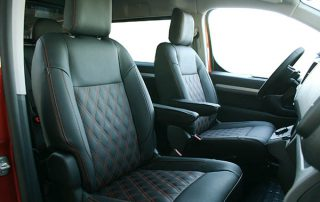Peugeot Expert Zwart Buffalino Leder met oranje stiksels en dubbel diamond patroon voorstoelen