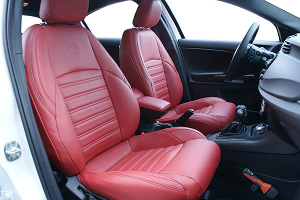 https://www.alba-automotive.com/wp-content/uploads/2018/06/Alfa-Romeo-Giulietta-alba-rood-nappa-leder-inbouw-interieur-voorstoelen.jpg