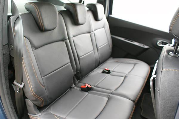 Dacia Lodgy Stepway Alba Leder Inbouw Interieur Zwart Buffalino Achterbank detail